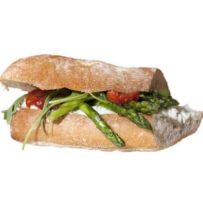 Chiabatta broodje gegarneerd met rauwkost